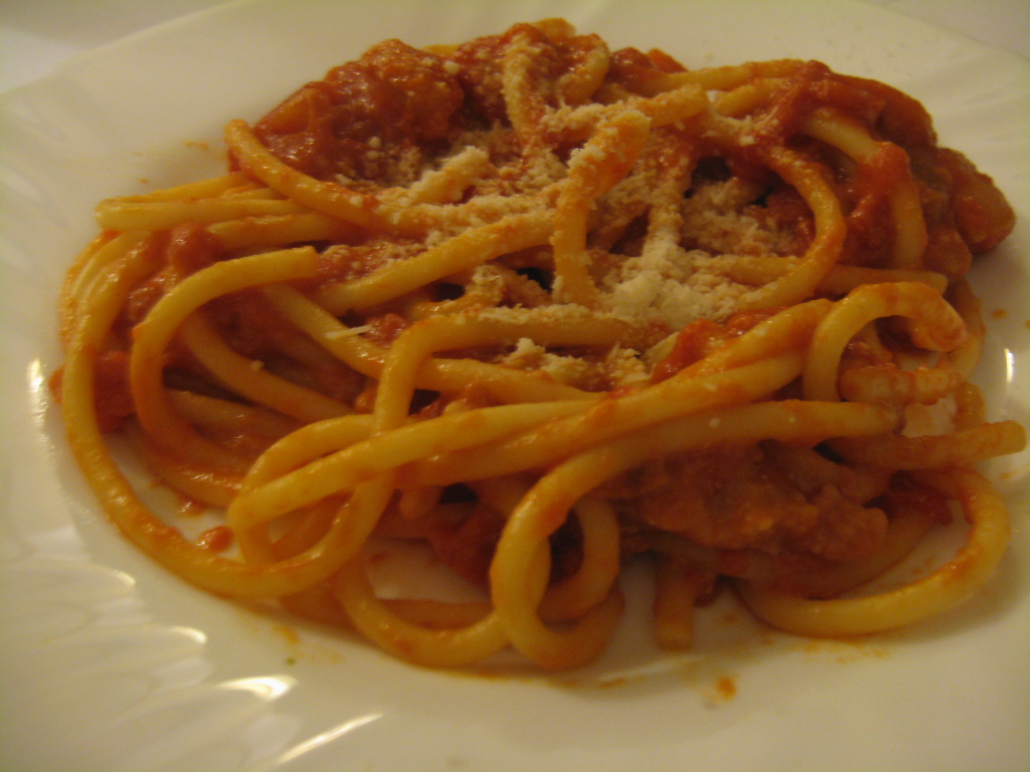 Bucatini all'amatriciana: at the Heart of Roman Cuisine - Roman ...