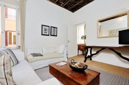 Trevi Elegant Apartment - Rome Apartment for Rent - 4 people