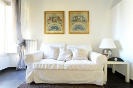 Rome apartment with a view over Largo Argentina