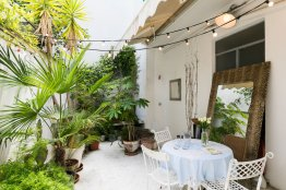 Trastevere designer terrace apartment: Up to 5 people