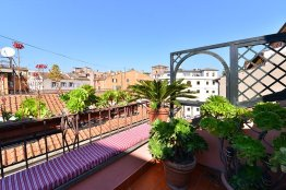 Trevi Fountain Large Apartment | Rome | Up to 3 People
