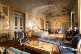 Majestic Spanish Steps suite: Up to 4+2 people