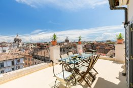 Farnese stunning penthouse: Up to 4 people