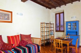 Scala Trastevere apartment: Up to 2+2 people