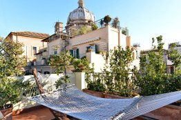 Stunning Campo de Fiori penthouse: Up to 5 people
