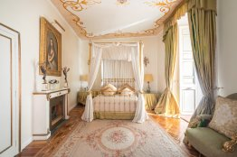 Spanish Steps Apartment | Romeloft properties | Up to 6 people