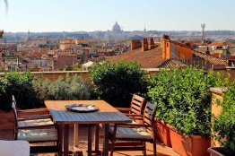 Barberini enchanting terrace apartment: Up to 4 people