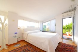 Trastevere terrace attic with lovely views and air conditioning