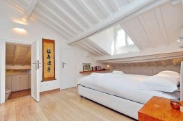 Pantheon Charming Attic: Up to 2 people