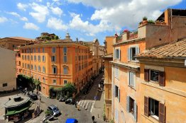 Campo de Fiori luxury terrace apartment: Up to 3 people