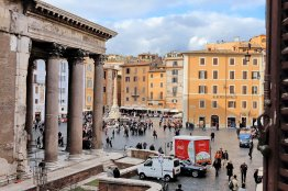Pantheon charming apartment: Up to 2+2 people