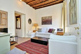Trevi lovely terrace apartment: Up to 2+2 people
