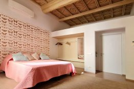 Spanish Steps comfortable apartment: Up to 6+2 people