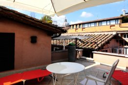 Condotti terrace apartment: Up to 4 people
