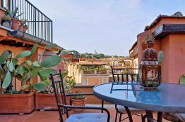 Vicolo del Cinque penthouse: Up to 2 people