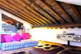 Spanish Steps attic apartment: Up to 2 people