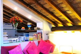 Spanish Steps apartment for rent, Rome