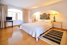 Spanish Steps bright apartment | Rome | Up To 4 People