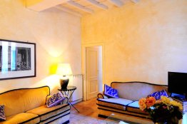 Spanish Steps balcony apartment: Up to 3 people