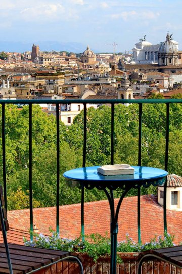 Rome apartment with a view, perfect for a roman honeymoon