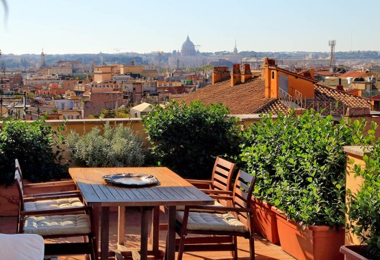 Luxurious terrace apartment in Rome with a panoramic view