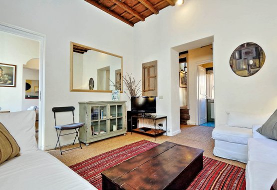 Trevi area twin apartments for rent with terrace. Fantastic view of Rome