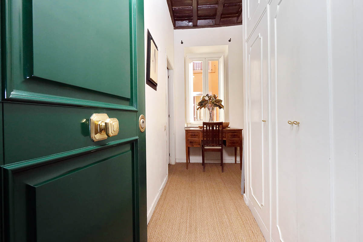 Trevi Elegant Apartment Rome Apartment For Rent 4 People