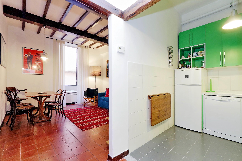 Campo de Fiori cheap studio apartment - Rome Center