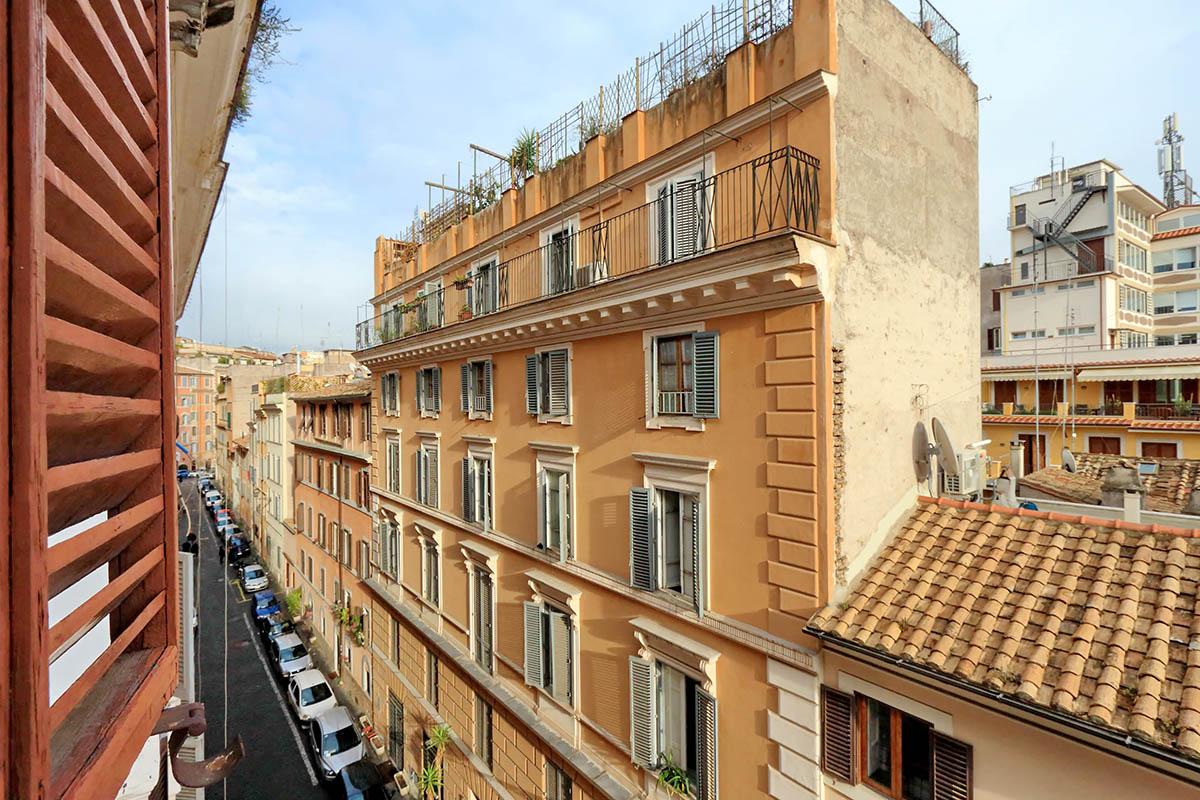 Monti bright apartment | Rome | RomeLoft Properties