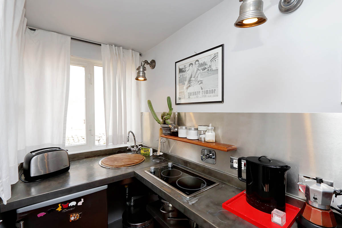 Trastevere luxury studio apartment up to 2 people for Studio apartments in rome