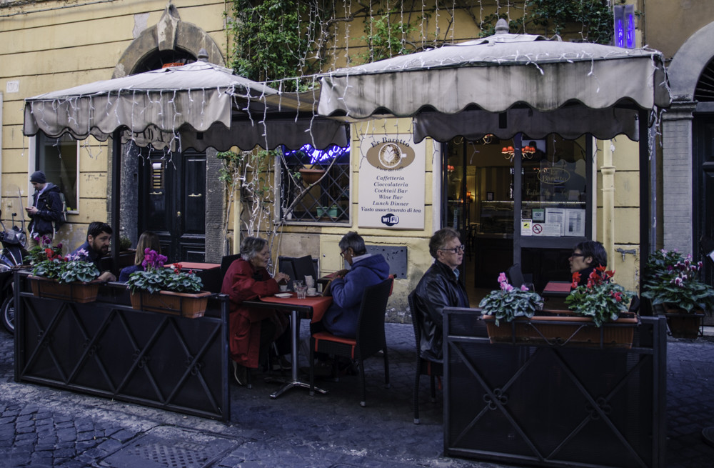 People eating at a restaurant in Monti