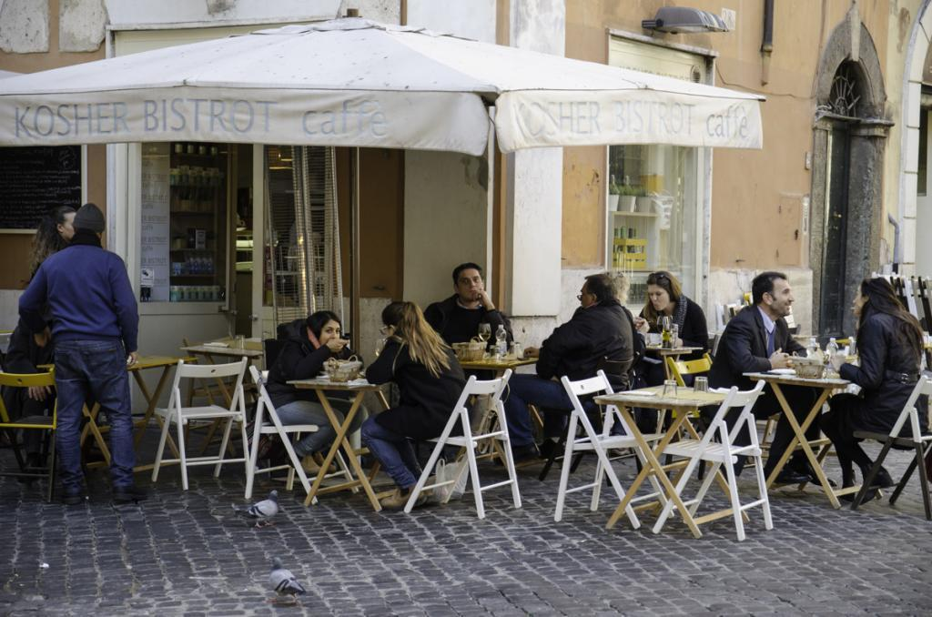 Romans and tourists having lunch in Jewish Ghetto